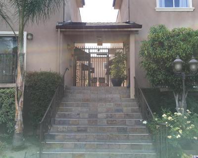 Van Nuys Condo/Townhouse For Sale: 6525 Woodman Avenue #19