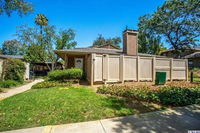 Agoura Hills Condo/Townhouse For Sale: 28850 Conejo View Drive