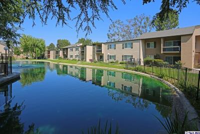 Valencia Condo/Townhouse For Sale: 24420 Nicklaus Drive #J7