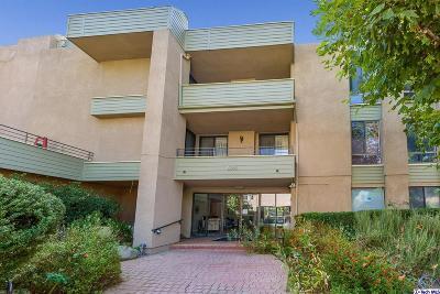 Granada Hills Condo/Townhouse For Sale: 16866 Kingsbury Street #206
