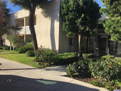 Tujunga Condo/Townhouse Active Under Contract: 10149 Commerce Avenue #3