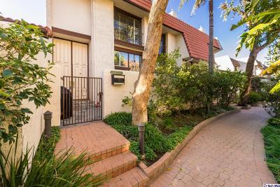 Woodland Hills Condo/Townhouse Active Under Contract: 22299 Erwin Street