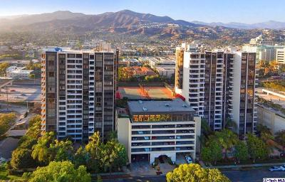 Glendale Condo/Townhouse For Sale: 343 Pioneer Drive #101
