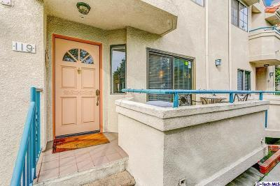 Glendale Condo/Townhouse For Sale: 2930 Montrose Avenue #119