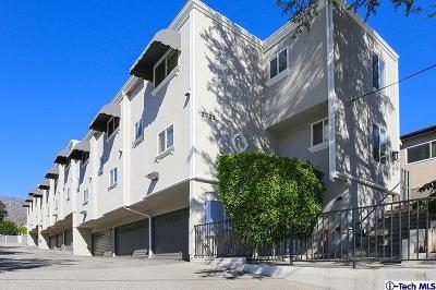 Montrose Condo/Townhouse Active Under Contract: 2737 Montrose Avenue #3