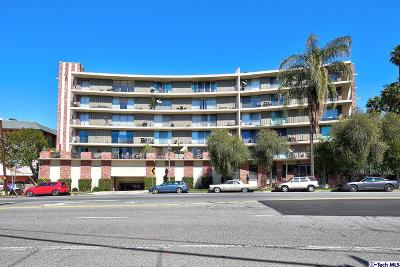 Condo/Townhouse Active Under Contract: 2260 North Cahuenga Boulevard #108