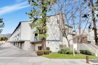 La Crescenta Condo/Townhouse Active Under Contract: 2809 Montrose Avenue #5