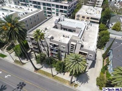 Condo/Townhouse Active Under Contract: 439 North Doheny Drive #202
