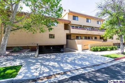 Glendale Condo/Townhouse Active Under Contract: 350 Burchett Street #114