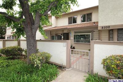 Winnetka Condo/Townhouse For Sale: 8330 Penfield Avenue #11