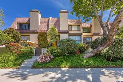 Northridge Condo/Townhouse For Sale: 9000 Vanalden Avenue #105