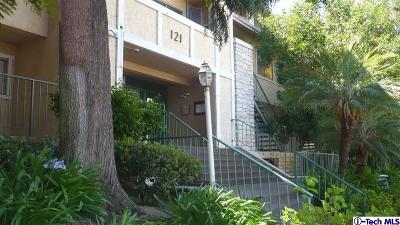 Glendale Condo/Townhouse Active Under Contract: 121 Sinclair Avenue #115
