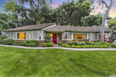 Glendale Single Family Home Active Under Contract: 3040 East Chevy Chase Drive