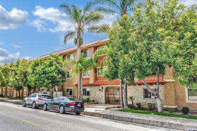 Glendale Condo/Townhouse Active Under Contract: 3220 Altura Avenue #304