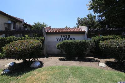 Condo/Townhouse For Sale: 7439 Woodman Avenue #57