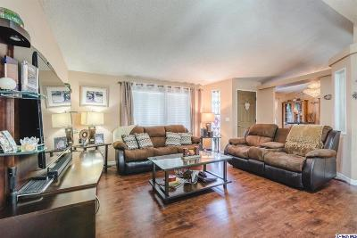 Castaic Single Family Home For Sale: 31914 Quartz Lane