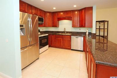 Los Angeles County Condo/Townhouse For Sale: 330 North Jackson Street #122