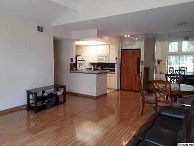 Hollywood Hills Condo/Townhouse Active Under Contract: 3284 Barham Boulevard #301