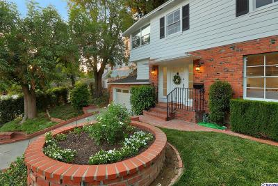 Glendale Single Family Home Active Under Contract: 2453 Sleepy Hollow Drive