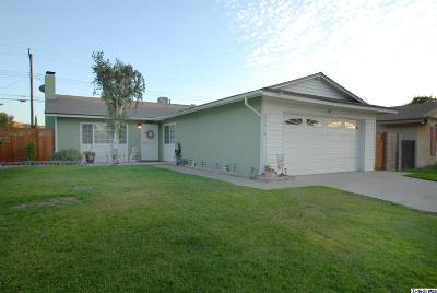 Saugus Single Family Home Active Under Contract: 22618 Festividad Drive