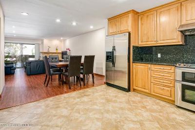 Glendale Condo/Townhouse For Sale: 250 West Fairview Avenue #204