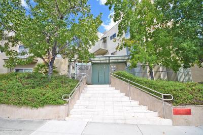 Glendale Condo/Townhouse For Sale: 2905 Montrose Avenue #609