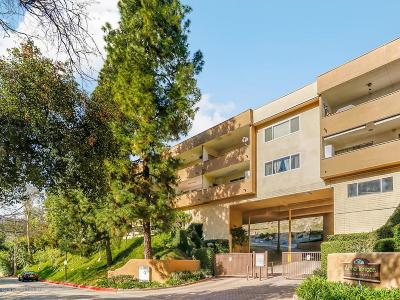 Glendale Condo/Townhouse For Sale: 1935 Alpha Road #119