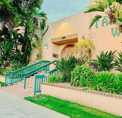 Panorama City Condo/Townhouse Active Under Contract: 7924 Woodman Avenue #28