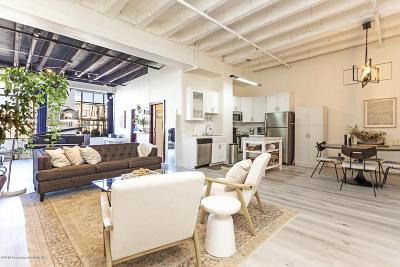 Los Angeles Condo/Townhouse Active Under Contract: 312 West 5th Street #914