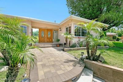 Pasadena Single Family Home Active Under Contract: 923 Crestview Drive