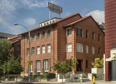 Pasadena Condo/Townhouse Active Under Contract: 139 South Los Robles Avenue #208