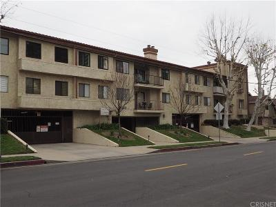 Chatsworth Condo/Townhouse For Sale: 9960 Owensmouth Avenue #29