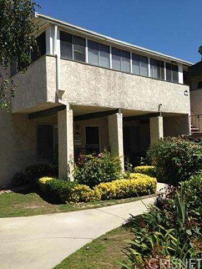 Newhall Condo/Townhouse For Sale: 19818 Spanish Oak Drive