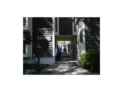Woodland Hills Condo/Townhouse For Sale: 22041 Costanso Street #107