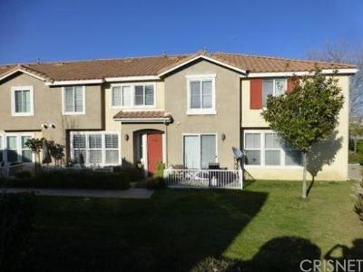 Canyon Country Condo/Townhouse For Sale: 18042 Flynn Drive #5101