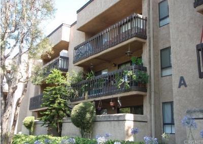 Woodland Hills Condo/Townhouse For Sale: 22100 Burbank Boulevard #127C