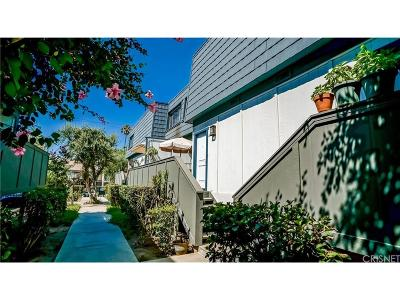 Condo/Townhouse Closed: 18550 Hatteras Street #49