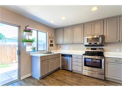 Simi Valley Condo/Townhouse For Sale: 3449 Lockwood Court #59