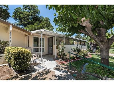 Newhall Condo/Townhouse For Sale: 26747 Whispering Leaves Drive #B