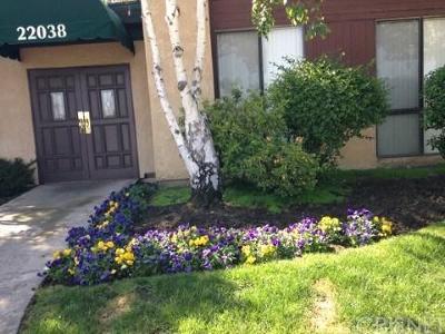 Woodland Hills Condo/Townhouse For Sale: 22038 Vanowen Street #218