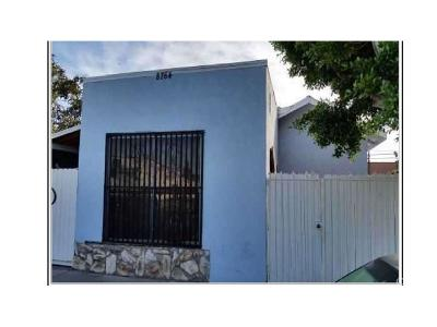 Los Angeles Single Family Home For Sale: 8764 Compton Avenue