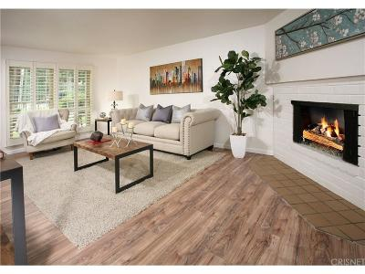 Woodland Hills Condo/Townhouse For Sale: 22061 Oxnard Street