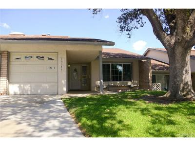 Newhall Condo/Townhouse For Sale: 19315 Oak Crossing Road