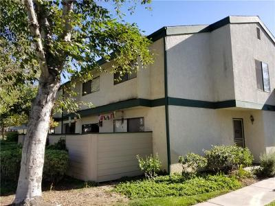 Newhall Condo/Townhouse For Sale: 23524 Newhall Avenue #2