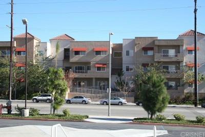 Northridge Condo/Townhouse For Sale: 9610 Zelzah Avenue #205