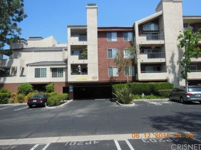 Woodland Hills Condo/Townhouse For Sale: 5500 Owensmouth Avenue #304