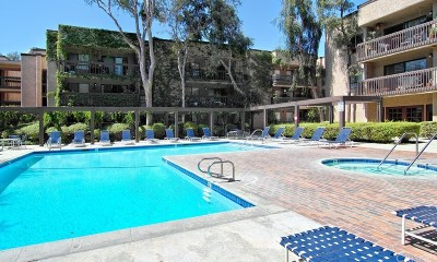 Woodland Hills Condo/Townhouse For Sale: 22100 Burbank Boulevard #106A