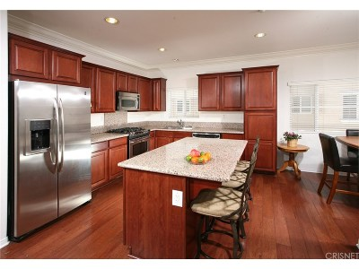Northridge Condo/Townhouse For Sale: 9301 Shirley Avenue #70