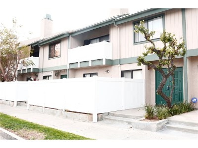 Canoga Park Condo/Townhouse For Sale: 8341 De Soto Avenue #11