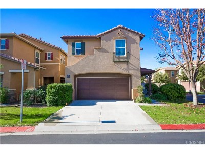 Canyon Country Condo/Townhouse For Sale: 27646 Timber View Court